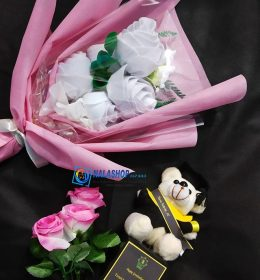 buket-bunga-dan-piala-boneka